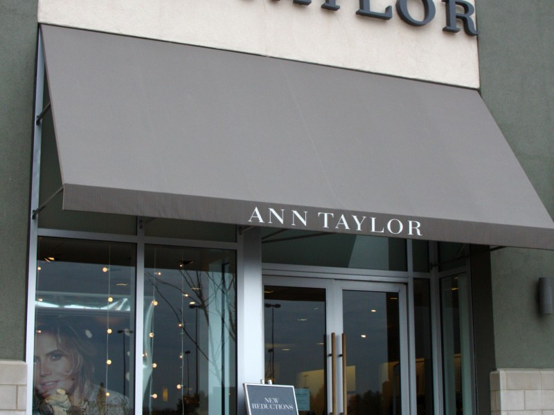 Mall Roundup: Ann Taylor Sale, Clinique Bonus Gift, Easter Bunny Pictures