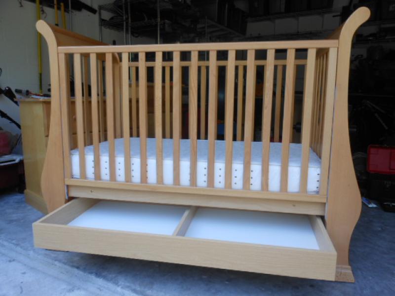 Vintage White Crib Crib And Double Dresser Dimante Vintage