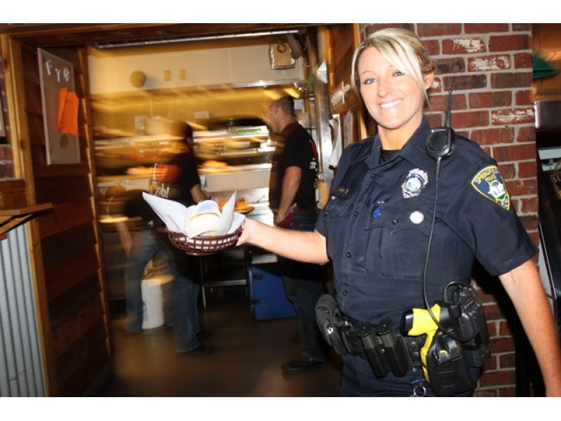 Police Officers Team Up With Texas Roadhouse For Special