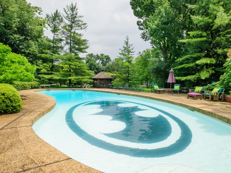 Hinsdale house with batman pool sells for million for Garden hills pool hours
