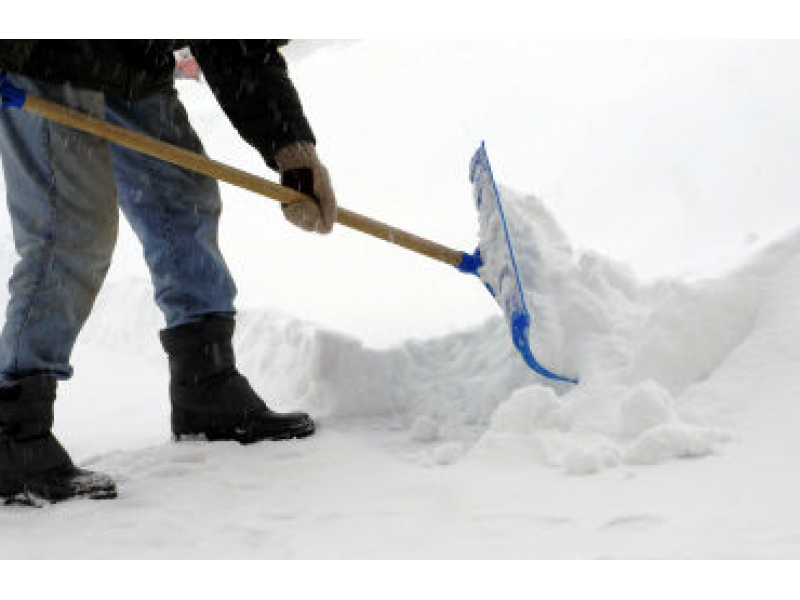 Man Shoveling Snow Finds Neighbor S Body Niles Il Patch