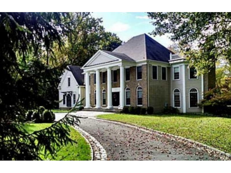 This week 39 s bethel homes for sale include this exquisite for Colonial style houses for sale