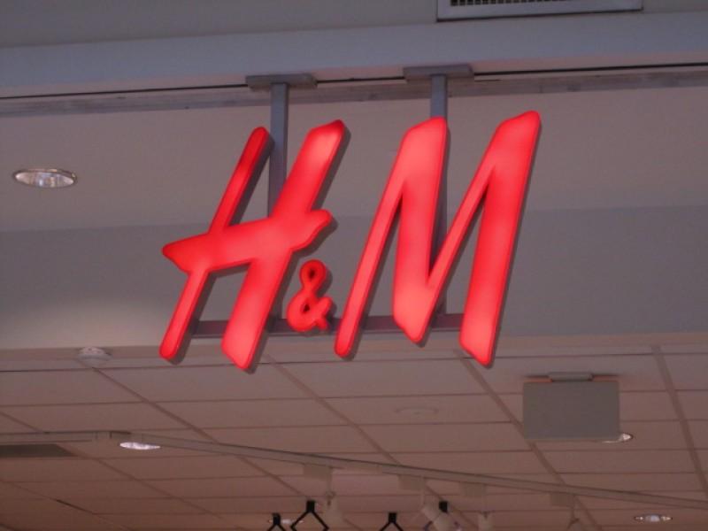H M To Open At Quaker Bridge Mall Today