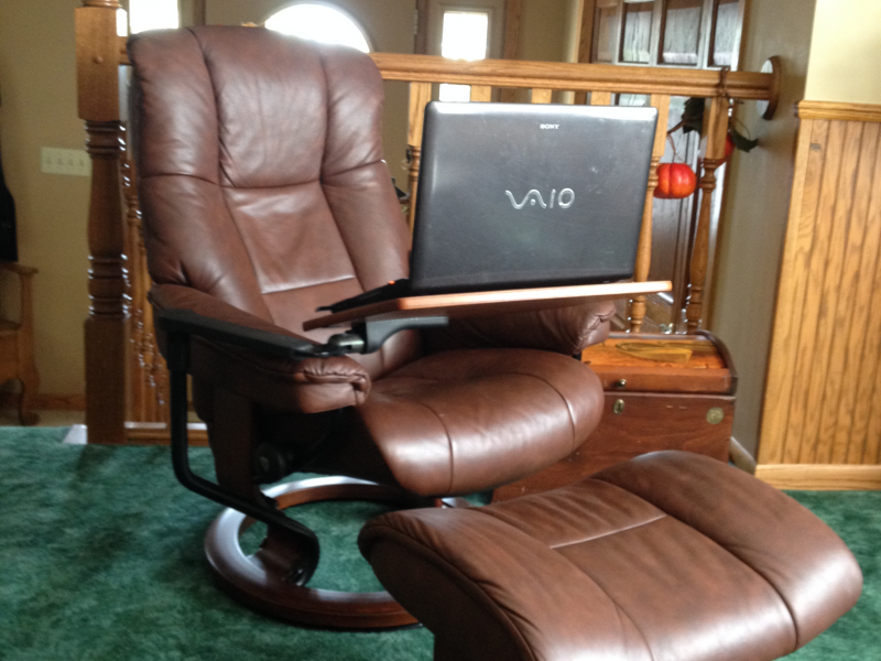 Leather Recliner with matching ottoman and tray table. & Leather Recliner with matching ottoman and tray table. - Oakdale ... islam-shia.org