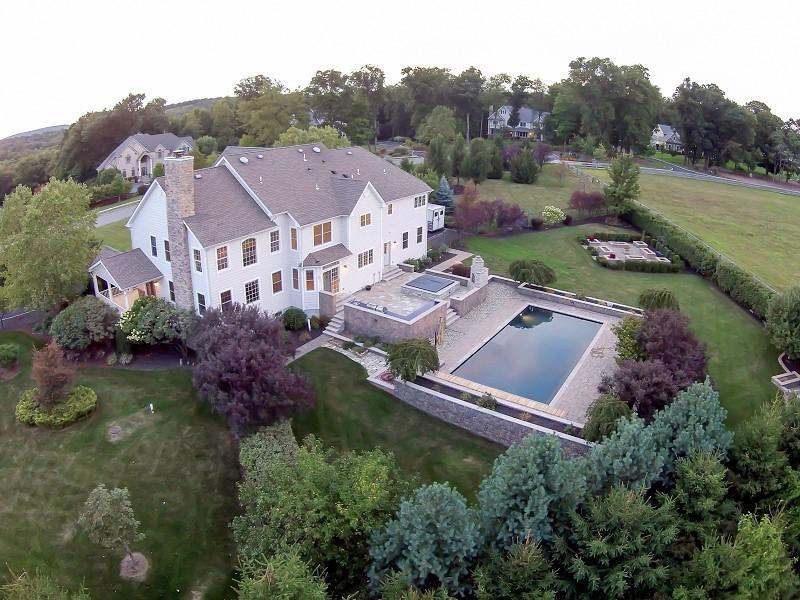 $920K Selling Price for 14-Room Jordan Court Colonial ...