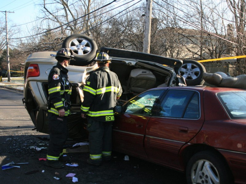 Car Accident Sends 6 To Hospital In Glenview Northbrook
