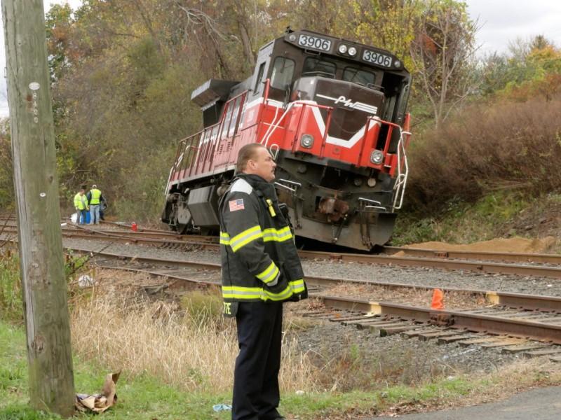 middletown train derailment spills hundreds of gallons of