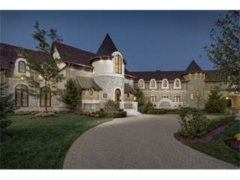 wow  house  sprawling new suburban castle could be yours