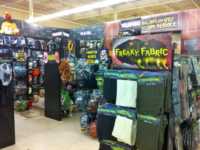 halloween store temporarily fills empty sears hardware 0 - Ny Halloween Store