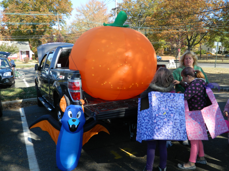 Trunk or treat haunted house get clark residents in - The mills at jersey gardens hours ...