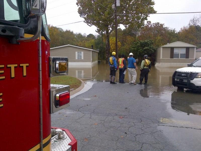 Flooding Rain Forces Mobile Home Park Evacuation Closes Roads