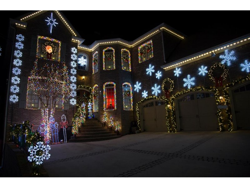 Winners of 2013 'Great Christmas Light Fight' Back with 'Frozen ...
