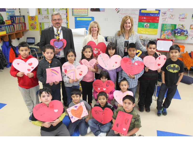 Valley View Students Make Valentines for Vets