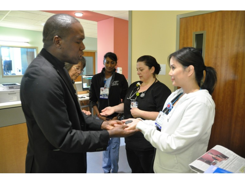 """Blessing of Hands"" starts Nurses Week at Kaiser ..."
