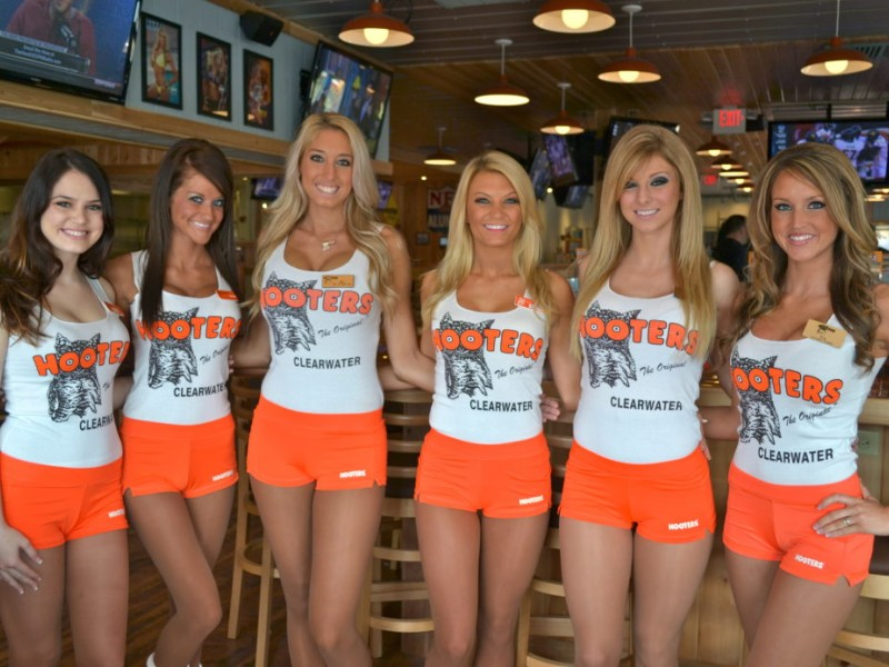 hooters restaurant girl scandal pic