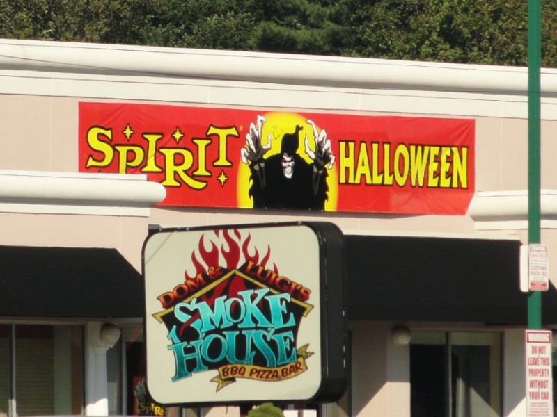 seasonal halloween store opens in syosset - Halloween Stores Ny