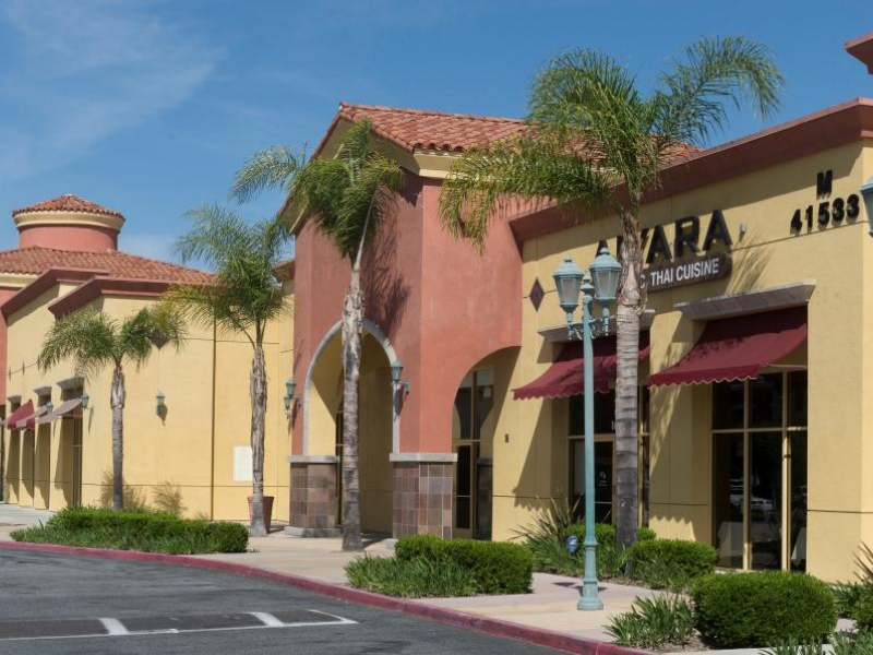 Promenade Temecula features over top retailers, restaurants and services including Pottery Barn, Williams-Sonoma, Apple, Yard House, and many more.